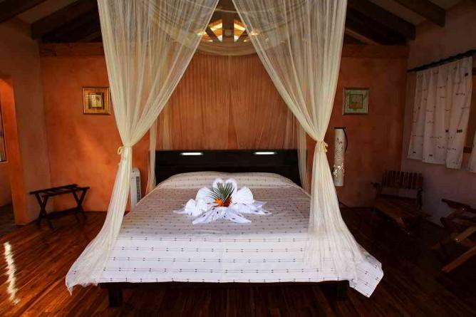 Tenorio Lodge Zimmer mit Kingsize Bett