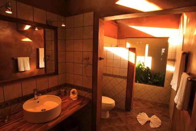 Tenorio Lodge Badezimmer im Bungalow