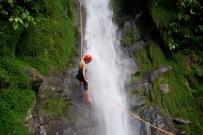 Selva_Bananito_Waterfall_Abseilen
