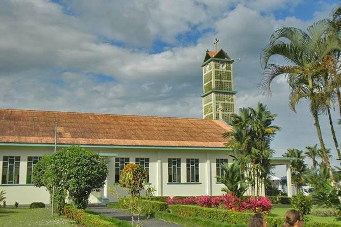 """Kirche im Ort """"La Fortuna"""" in Arenal"""