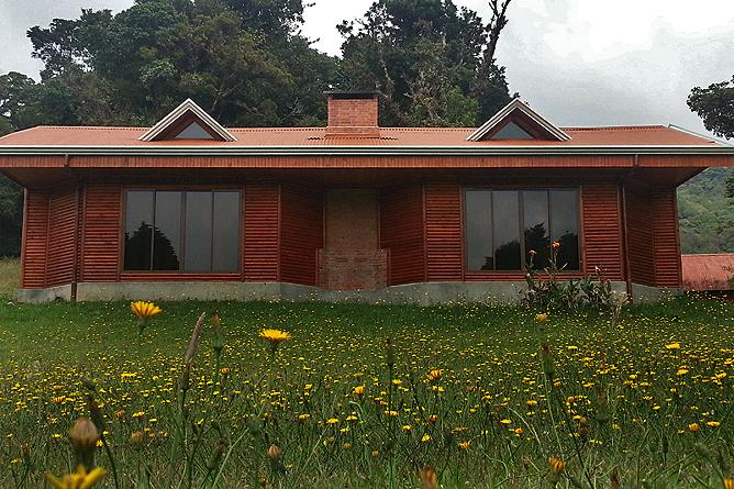 Albergue Pozo Verde – Kaminzimmer: Gebäude