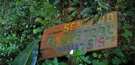Albergue-Pozo-Verde-Lehrpfad-Quetzal-Eingang