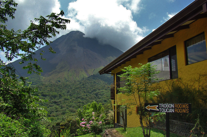 Arenal Observatory – White Hawk