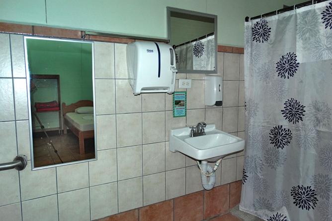 Biologische Station Badezimmer Zompora