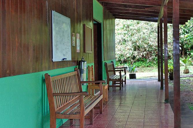Biologische Station Bungalow Zimmer Iguanas Terrasse