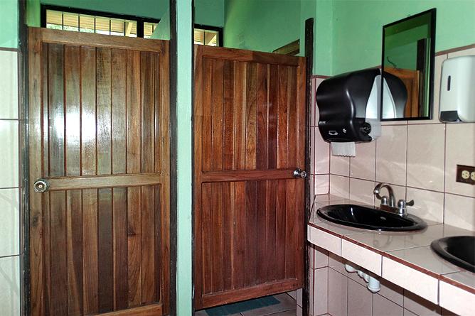 Biologische Station Bungalow Zimmer Iguanas gemeinsames Badezimmer