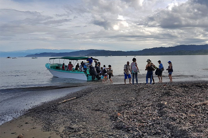 Drake Bay Ausflugsboote