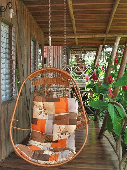 Pedacito de Cielo – Bungalow: Terrasse mit Affenschaukel
