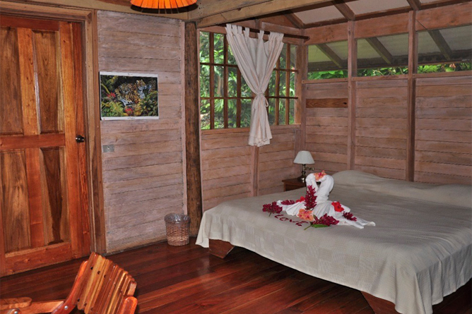 Samasati-Bungalow-#-2-King-bed