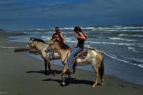 Samasati: Pferdereiten am Strand
