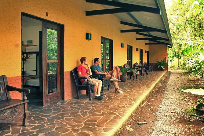 Tirimbina-Lodge – Terrasse vor den Standard-Zimmern