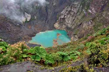 Vulkan Irazú Krater
