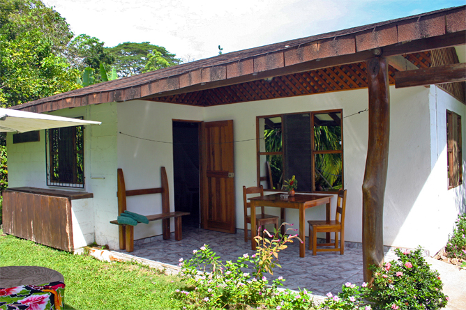 Suizo Loco Lodge Bungalow