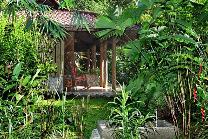 Garten-Esquina-Lodge-Bungalows-mit-je-2-Standardzimmer