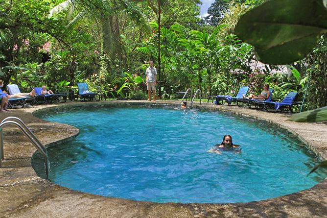 esquina_rainforest-pool1