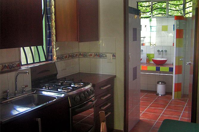 Casa Renada – Bungalow: Küche und Bad