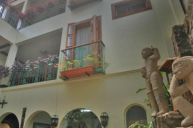 Don Carlos – Balkone zum Innengarten