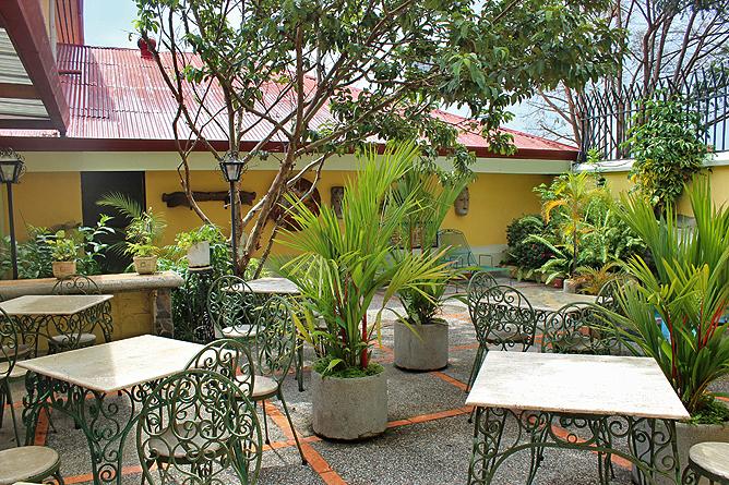 Don Carlos – der Patio verbindet die beiden Hotelgebäude