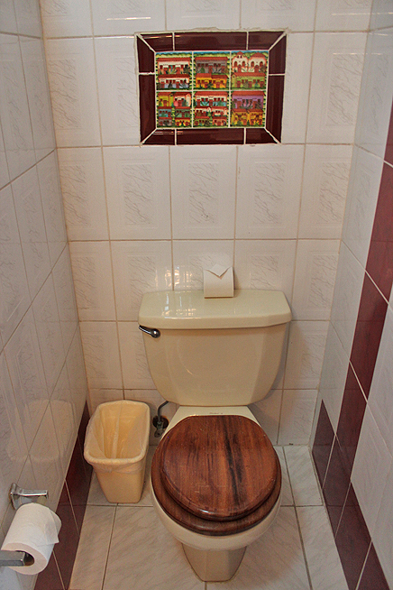 Don Carlos – Standard-Zimmer: Toilette