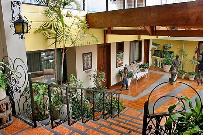 Don Carlos – Treppenabgang zu den Gästezimmer