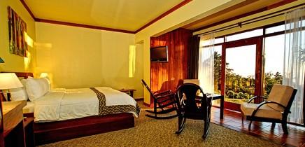 El-Establo-Double-Suite-King-Bett