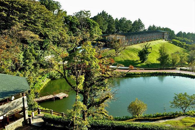 """El Establo – Restaurant """"Los Laggus"""" mit Blick auf den Teich"""