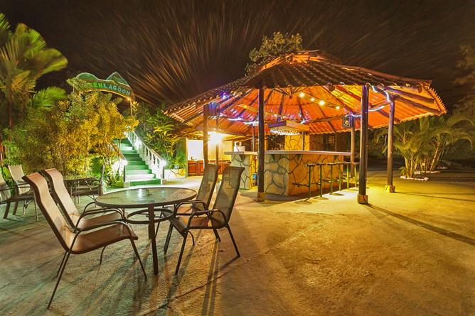 Green Lagoon – Tikki Restaurant: Bar beim Pool