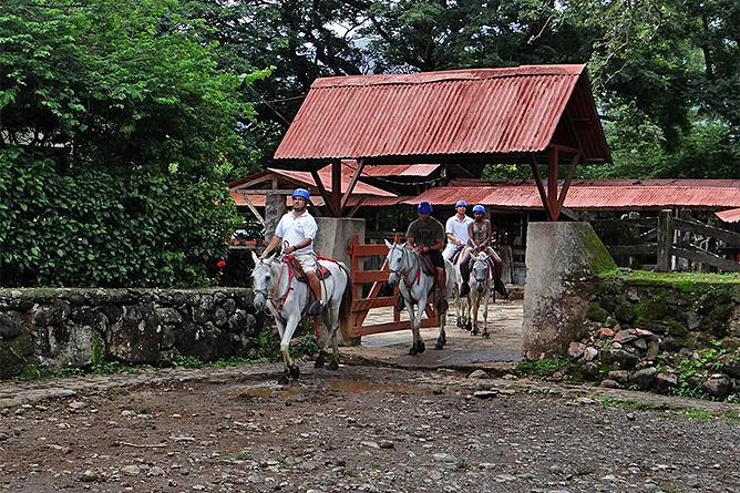 Hacienda Guachipelin – Reittouren