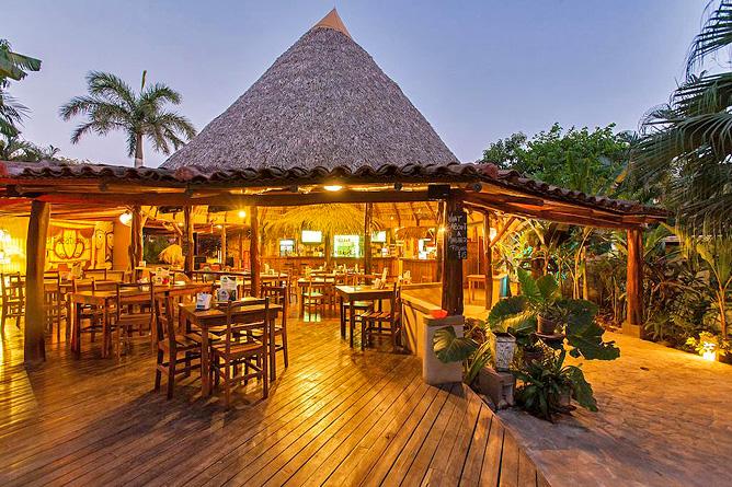 Pasatiempo Restaurant Abendstimmung