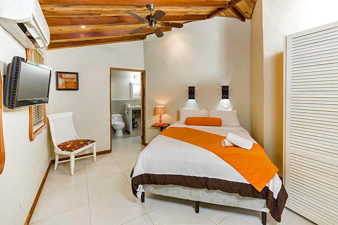 Pasatiempo Standard Zimmer Queen Bett