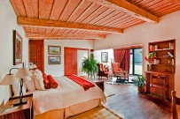Poas-Volcano-Lodge-Honeymoon-Suite-Jacamar-Queen-Bett