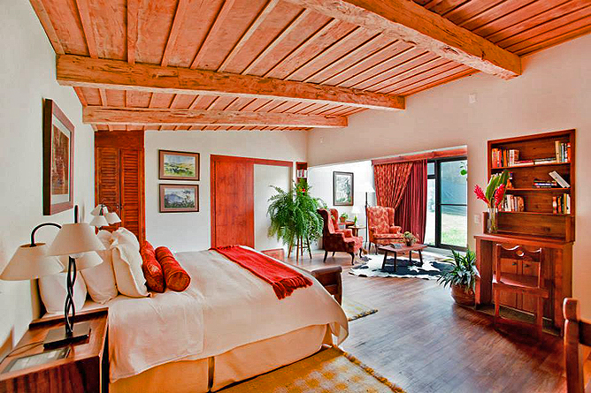 "Poas Volcano Lodge – Honeymoon-Suite ""Jacamar"": Queen-Bett"