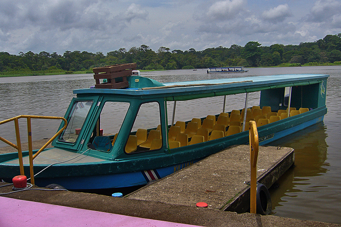 Turtle Beach Lodge – Boot auf dem Kanal-Tortuguero