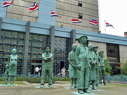 Los Presentes Arbeiterdenkmal vor der Banco Nacional