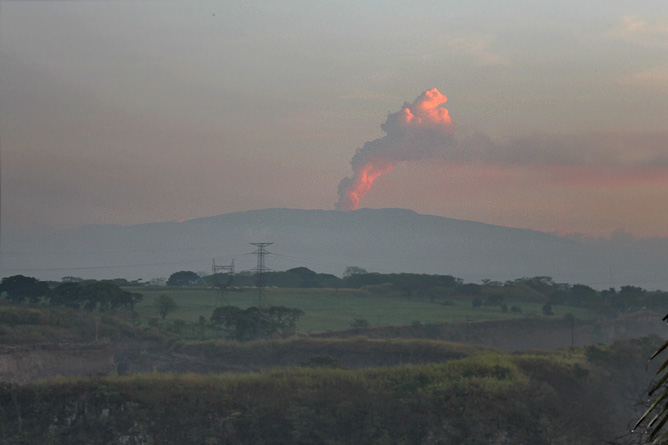 Vulkan Poas aktiv April 2017