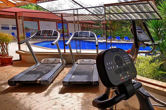 Bougainvillea – Fitnessraum beim Swimmingpool