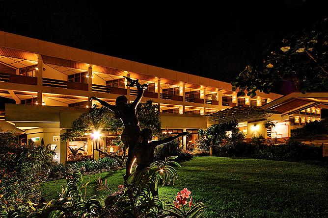 Bougainvillea – Gebäude, Abendstimmung