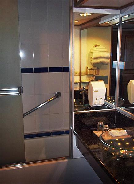 Bougainvillea – Junior Suite, Badezimmer