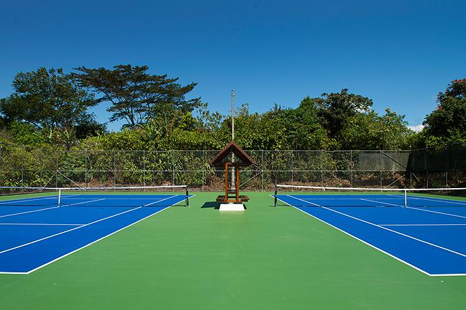 Bougainvillea – Tennisplatz