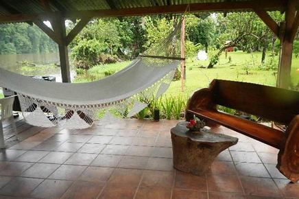 Caribbean Paradise – Relaxen am Bootssteg