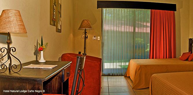 Natural Lodge Caño Negro – Deluxe-Zimmer, Betten