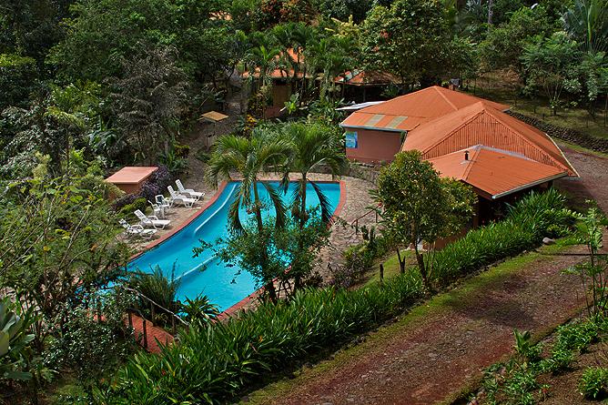 Finca Luna Nueva – Hauptgebäude mit Swimmingpool