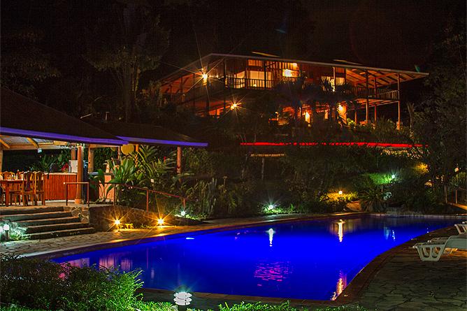 Finca Luna Nueva – Hotelanlage bei Nacht