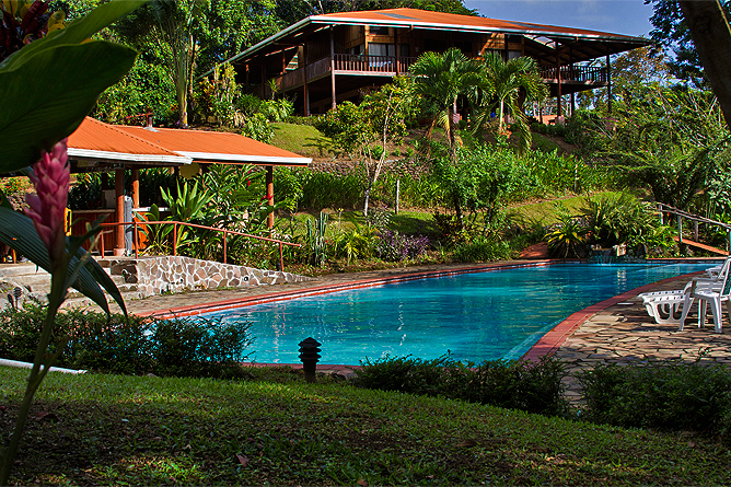Finca Luna Nueva – Swimmingpoolbereich