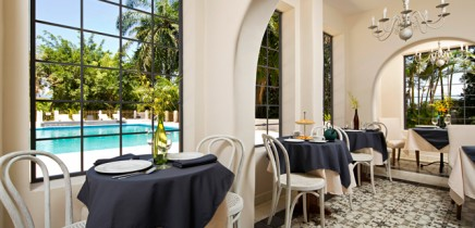 Villa-San-Ignacio-Restaurant-Sicht-auf-Swimmingpool