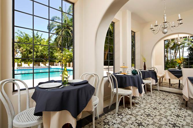 Villa San Ignacio – Restaurant: Sicht auf Swimmingpool