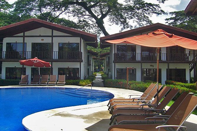 Agua Dulce Resort – Pool mit Poolside-Unterkünften