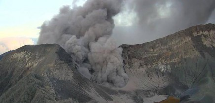 vulkan-turrialba02-vom-2016-09-20-gaswolke-eruption-5-34-am