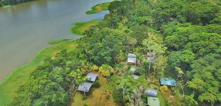 Lirio-Lode_Lodge-am-Río-Madre-de-Dios_Foto-mit-Drohne