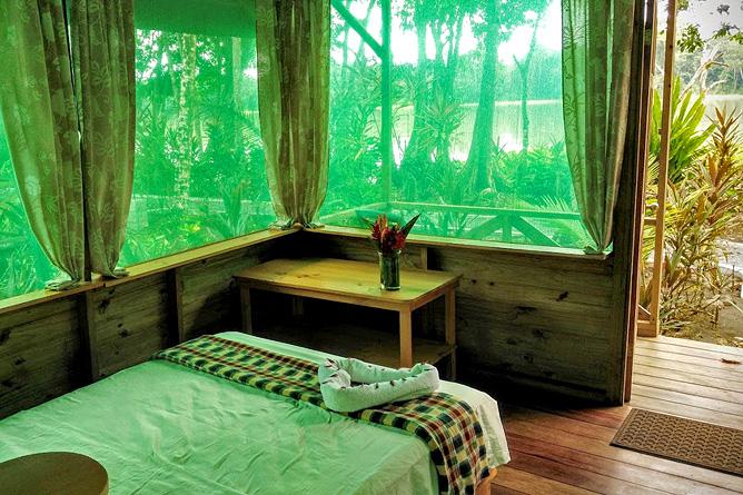 Lirio Lodge Bungalow am Flussufer